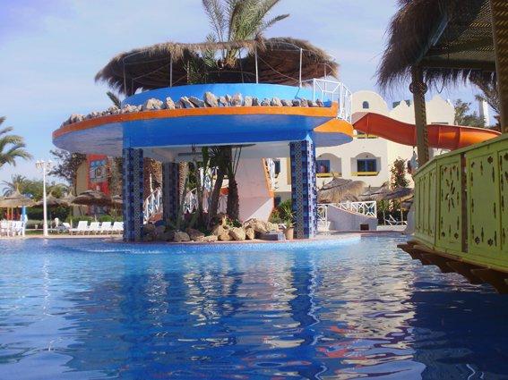 Djerba hôtel Club Spa Thalasso avec grande piscine et plage privée