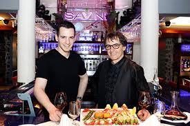 Il y a toujours, dans les restaurants presque parfaits, un Maître Amphitryon qui se préoccupe et s'occupe du bonheur des invités.