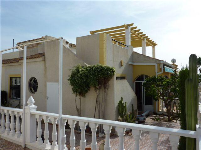 Bungalow avec piscine, jardin et Terrasse en Espagne Costa Blanca Orihuela Costa Los Altos soleil toute la journée