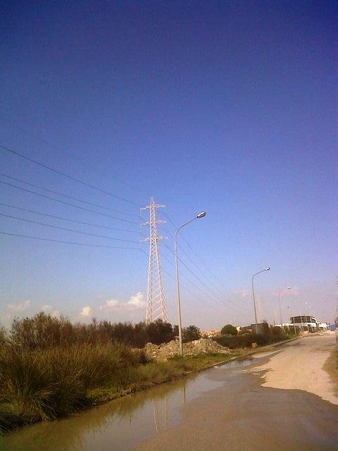Pour vos projets sur Tunis, a vendre très grand entrepot situé dans la zone industrielle port de Rades