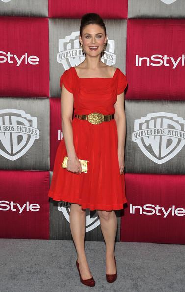 Emily Deschanel en petite robe rouge
