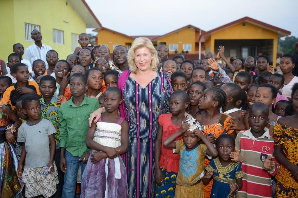 Dominique Ouattara, une première Dame à l'écoute du peuple