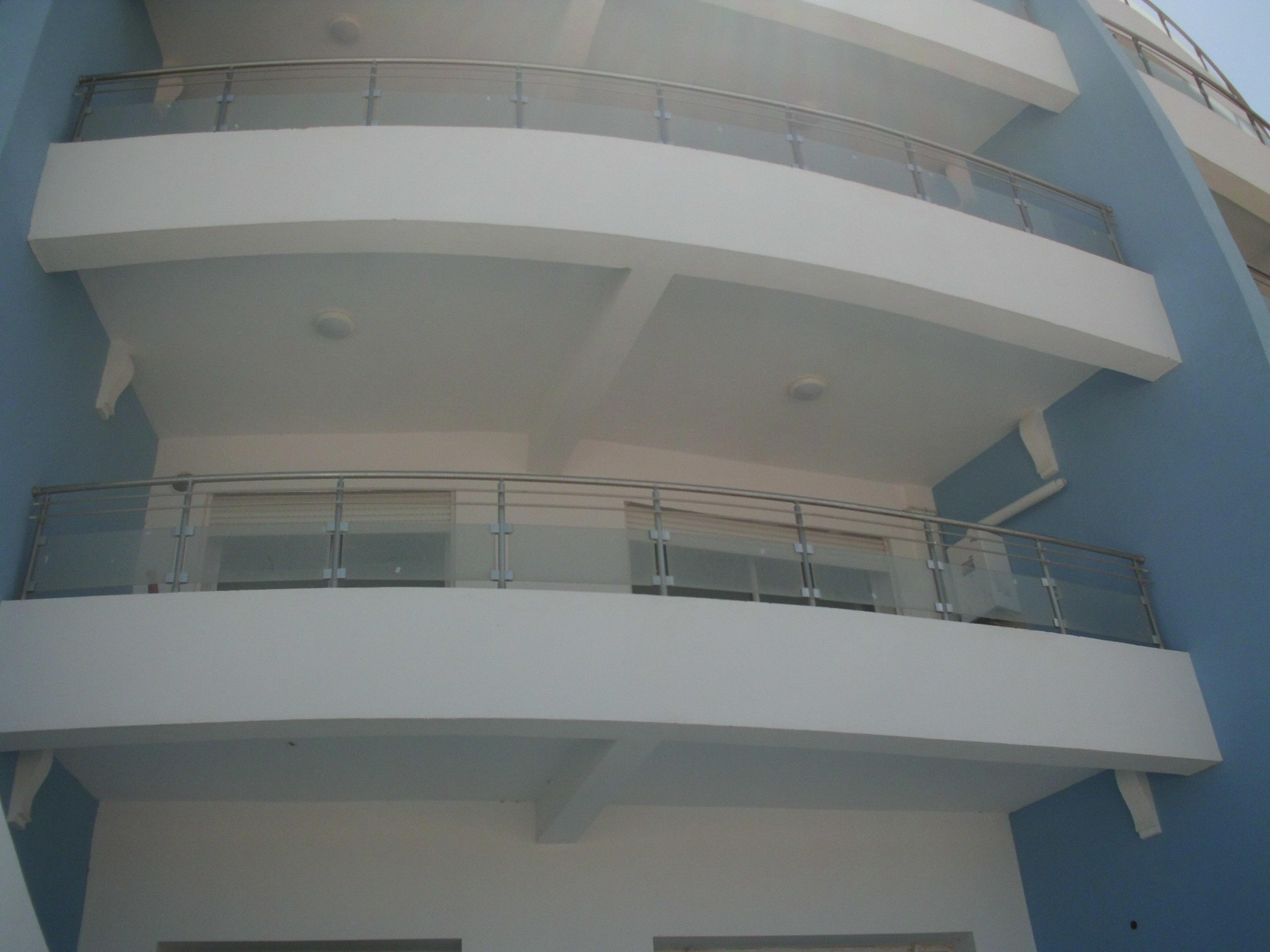 Hergla résidence a vendre studio neuf situé dans un immeuble avec piscine et à 100 m de la plage