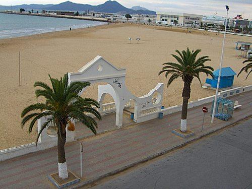 Tunis La Goulette superbe appartement vue directe sur la mer et à 20 m de la plage