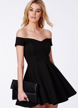 Petite robe noire : pièce classique par sa couleur et sexy par sa coupe
