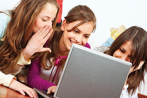 Des annonces du cœur aux plateformes de rencontre sur internet