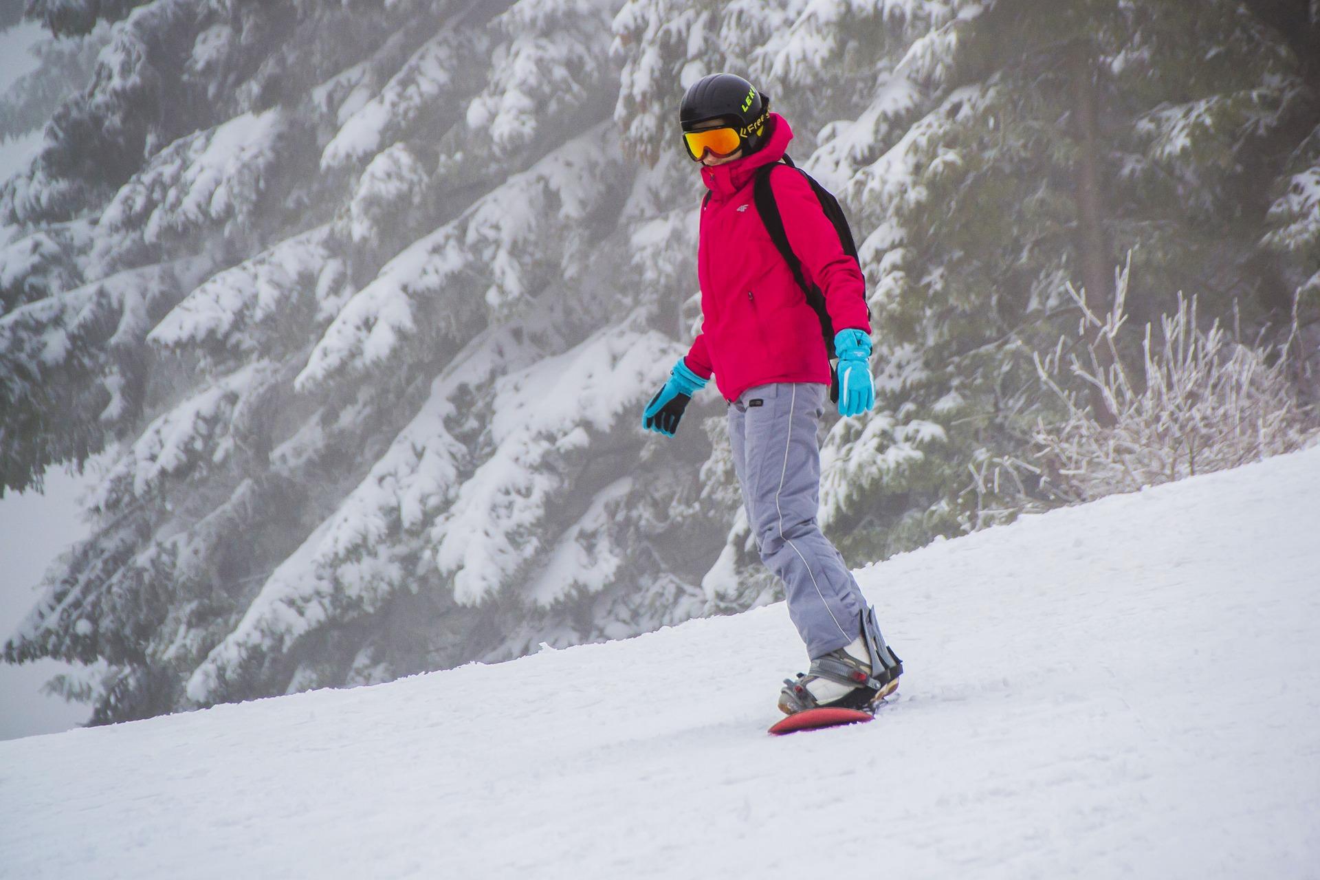 Ski ou snowboard : par quoi commencer pour sa première fois en station?