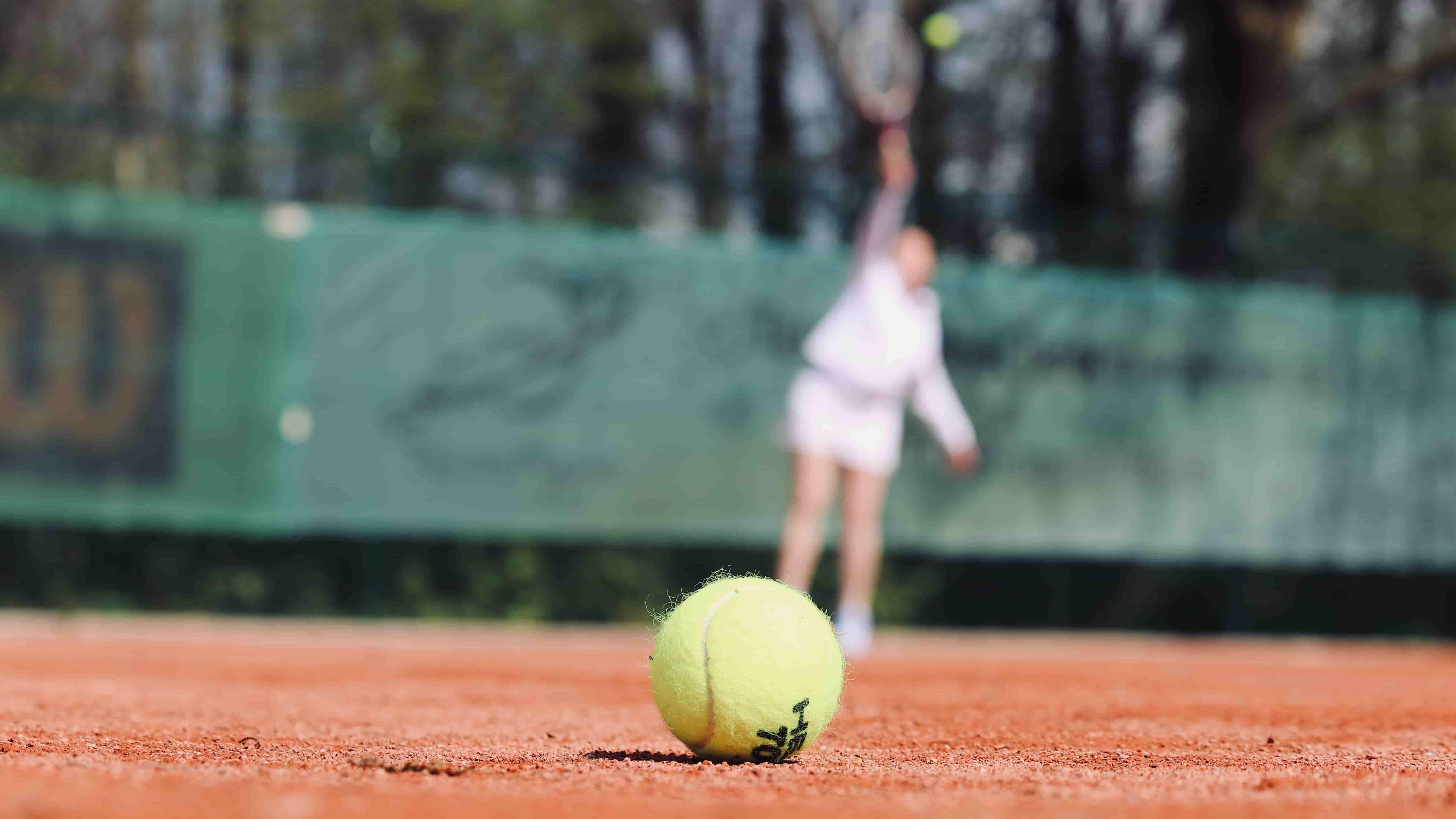 Comment faire un coup droit au tennis ?