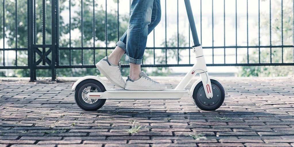 Trottinette fille : les enfants utilisent de plus en plus les patinettes électriques