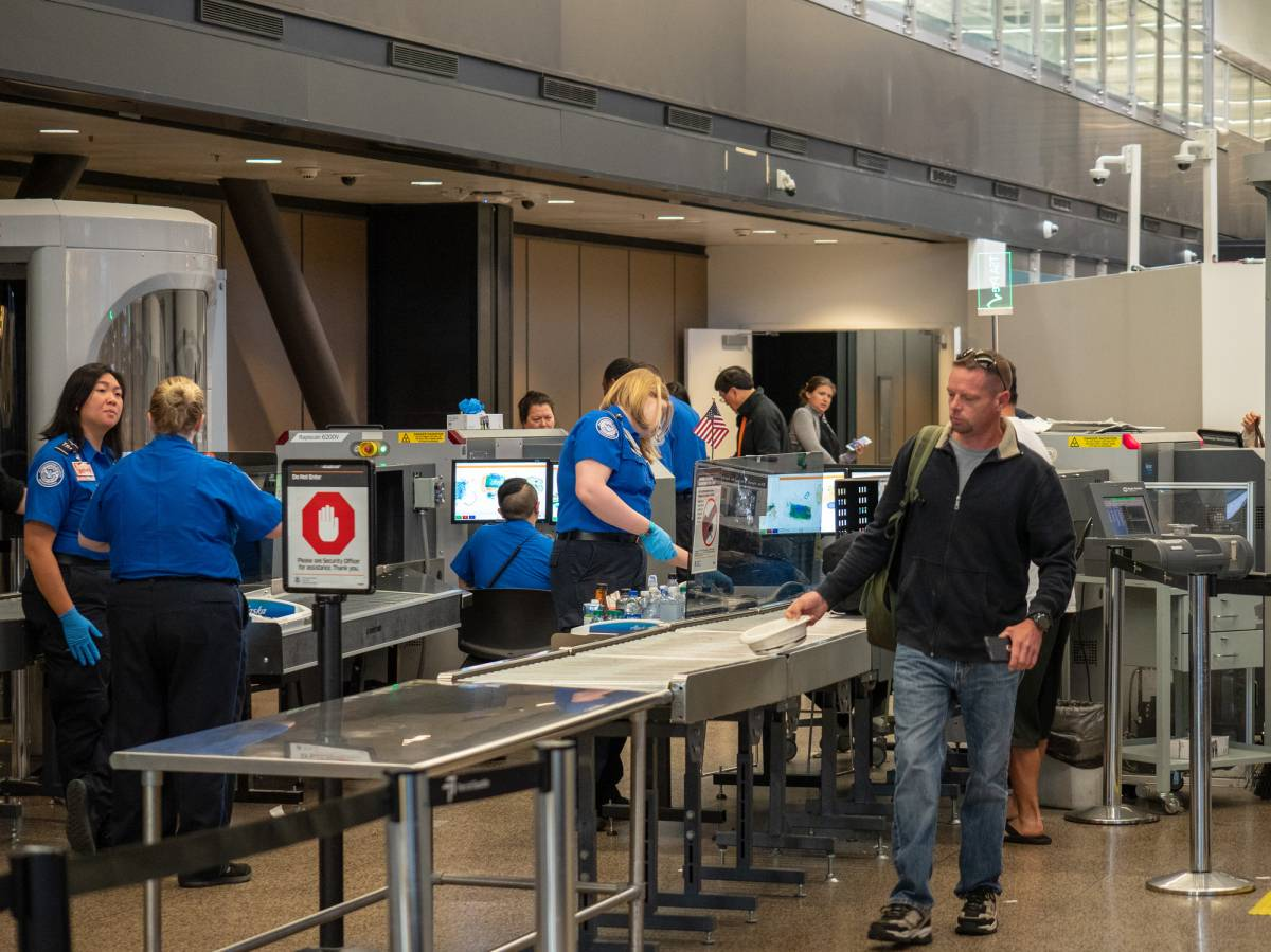 Quel est le rôle d'un agent de sûreté aéroportuaire ?