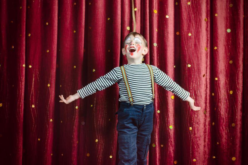 Comment vaincre votre timidité à travers des cours theatre paris?
