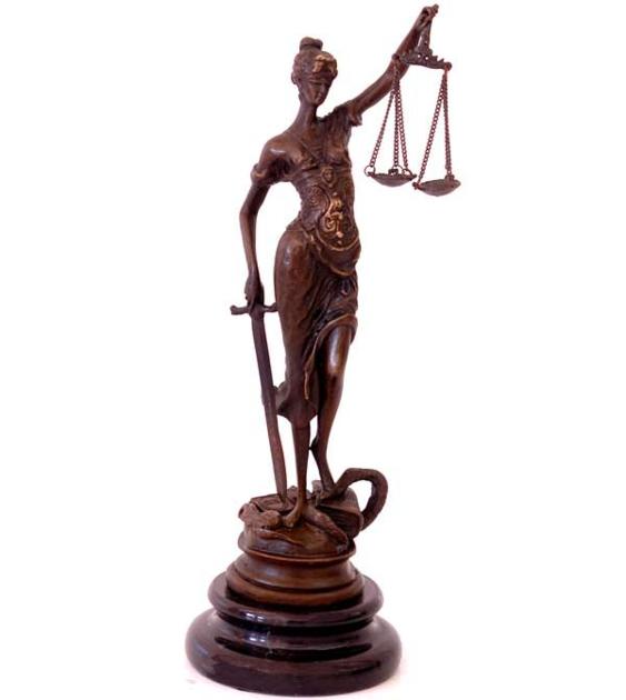Questions à poser à un avocat spécialiste du divorce lors de la première consultation