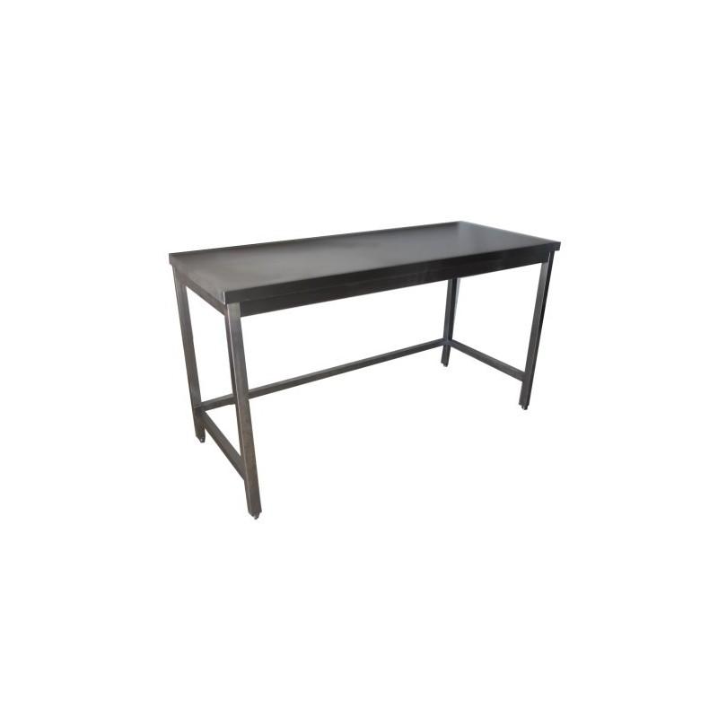 Une table en inox comme matériel de cuisine