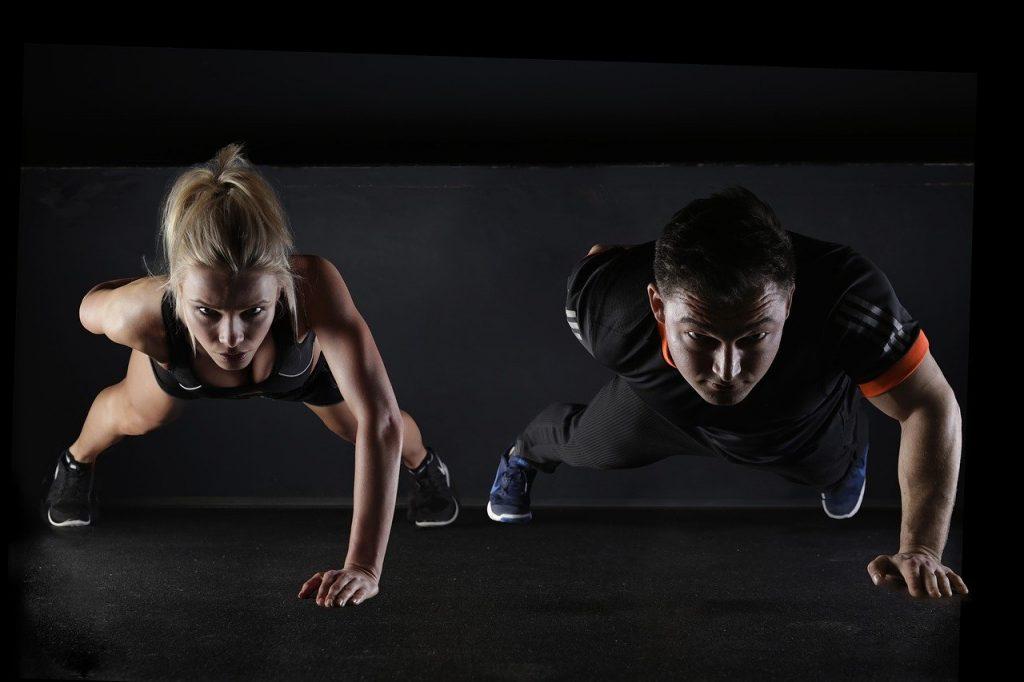 La musculation au poids de corps par un couple