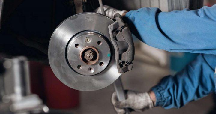 Plaquette de frein et disque : quand et comment les changer?