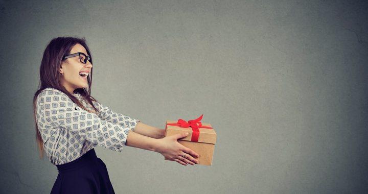 Avec l'arrivée des beaux jours, quels cadeaux offrir à une femme ?