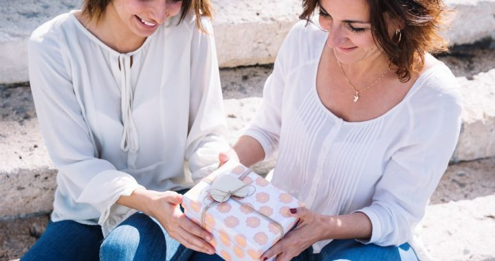 5 idées cadeaux originales pour une maman voyageuse– Fête des mères
