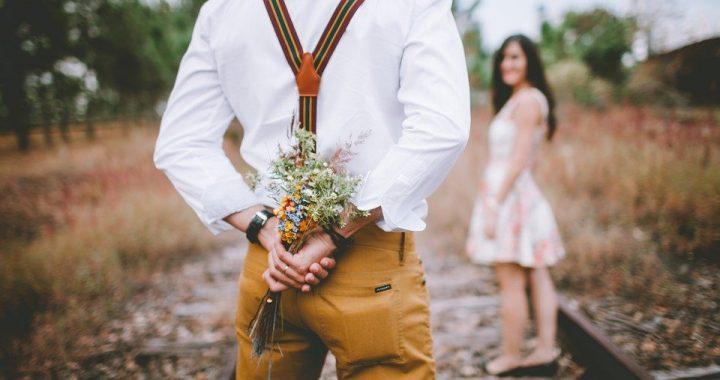 Comment offrir des fleurs à une femme