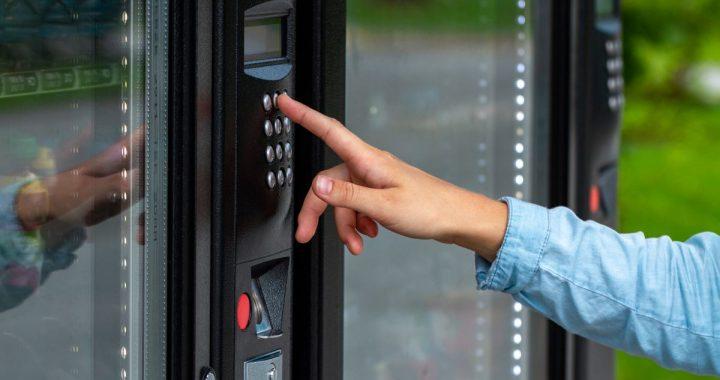 5 avantages d'avoir une machine distributrice réfrigérée au travail
