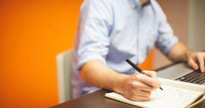 Devenir rédacteur web : un excellent moyen de compléter ses revenus chez soi