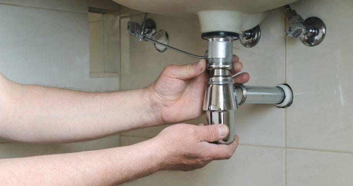 Comment nettoyer un siphon sous évier ?