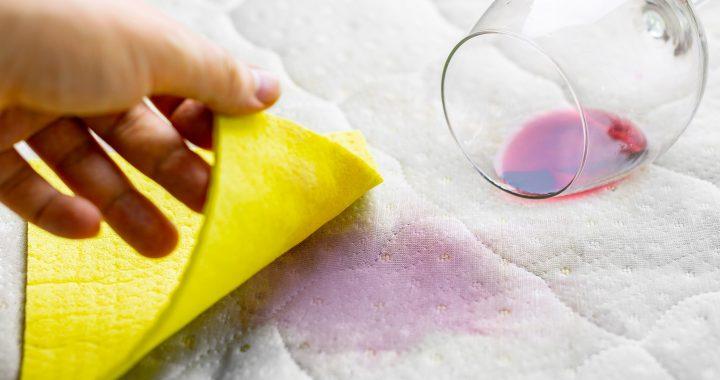 Comment se débarrasser des taches de matelas: neutraliser la saleté