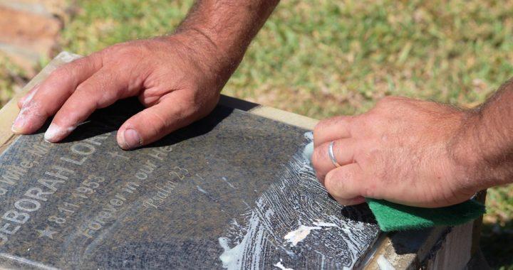 Quels sont les règles de nettoyage de pierre tombale ?