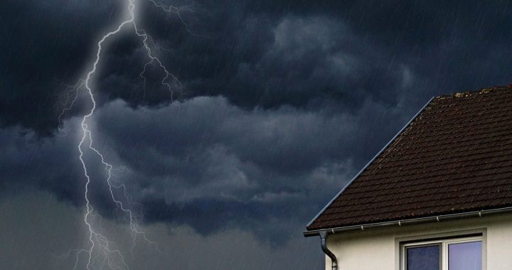 Comment gérer les dégâts de toiture après une tempête ?