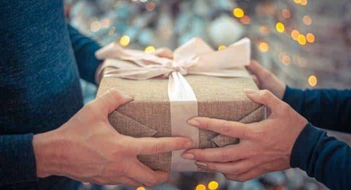 Les cadeaux à offrir à ses proches en hiver : que savoir ?