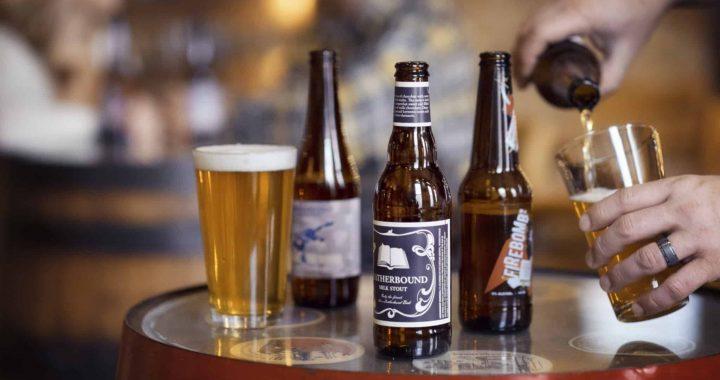 Comment choisir le bon verre à bière personnalisé pour vos soirées entre amis?