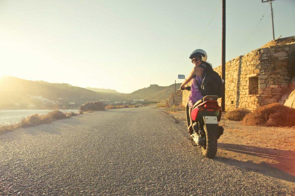 casque de protection en moto scooter