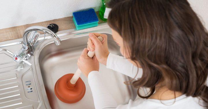 10 façons vraiment faciles de déboucher vos canalisations bouchées