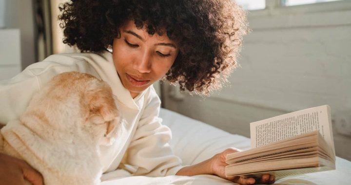 Découvrir la vie des chiens grâce à des livres