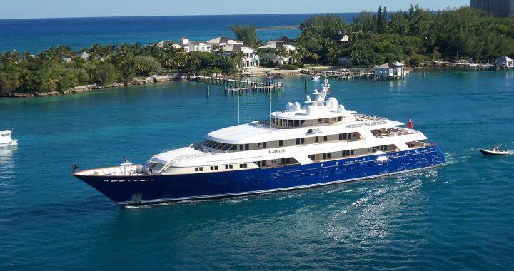 Qui sont les acteurs majeurs dans la construction du yacht ?