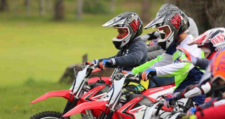 Envoyer votre enfant en colonie de vacances spéciales moto