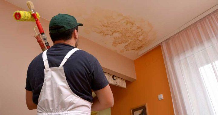 3 façons de réparer un plafond qui fuit (+ conseils pour éviter les dommages graves)