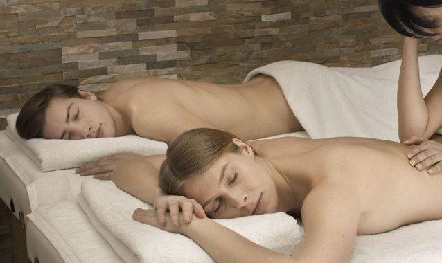 Une séance de massage duo pour se réconcilier après une dispute
