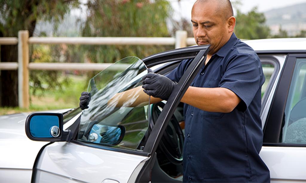 remplacer la vitre latérale d'une voiture
