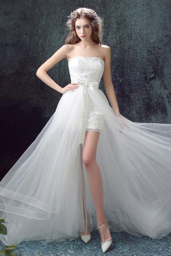 Robe de mariée courte en dentelle à jupe en tulle vaporeuse & fendue