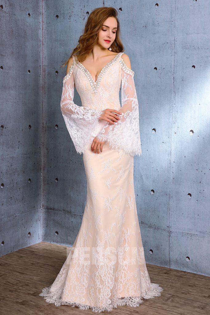 Robe de mariée sexy longue avec petite traîne en dentelle épaules dénudées manches évasées