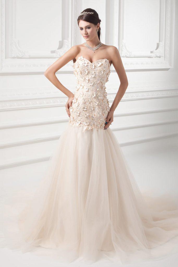 Fleurie robe de mariée en tulle champagne ornée de bijoux ligne A sans manche