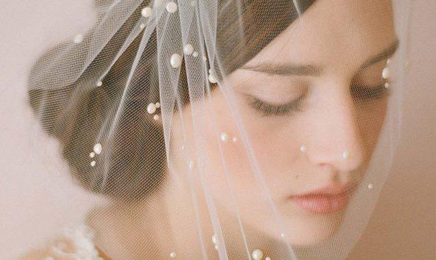 Le voile de mariée est peut-être la pièce d'ornement nuptial la plus symbolique pour une mariée traditionnelle.