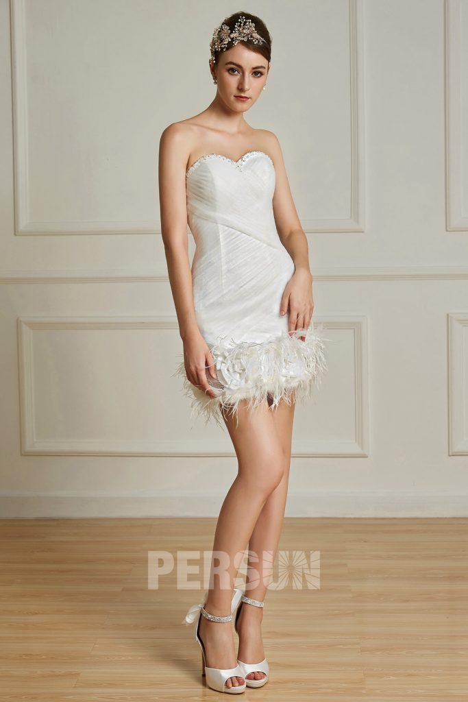Robe de mariée midi courte fourreau avec plumes à bustier coeur entièrement drapée